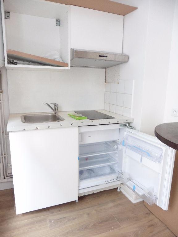 Studio non meublé de 24m² refait à neuf rue de Paris