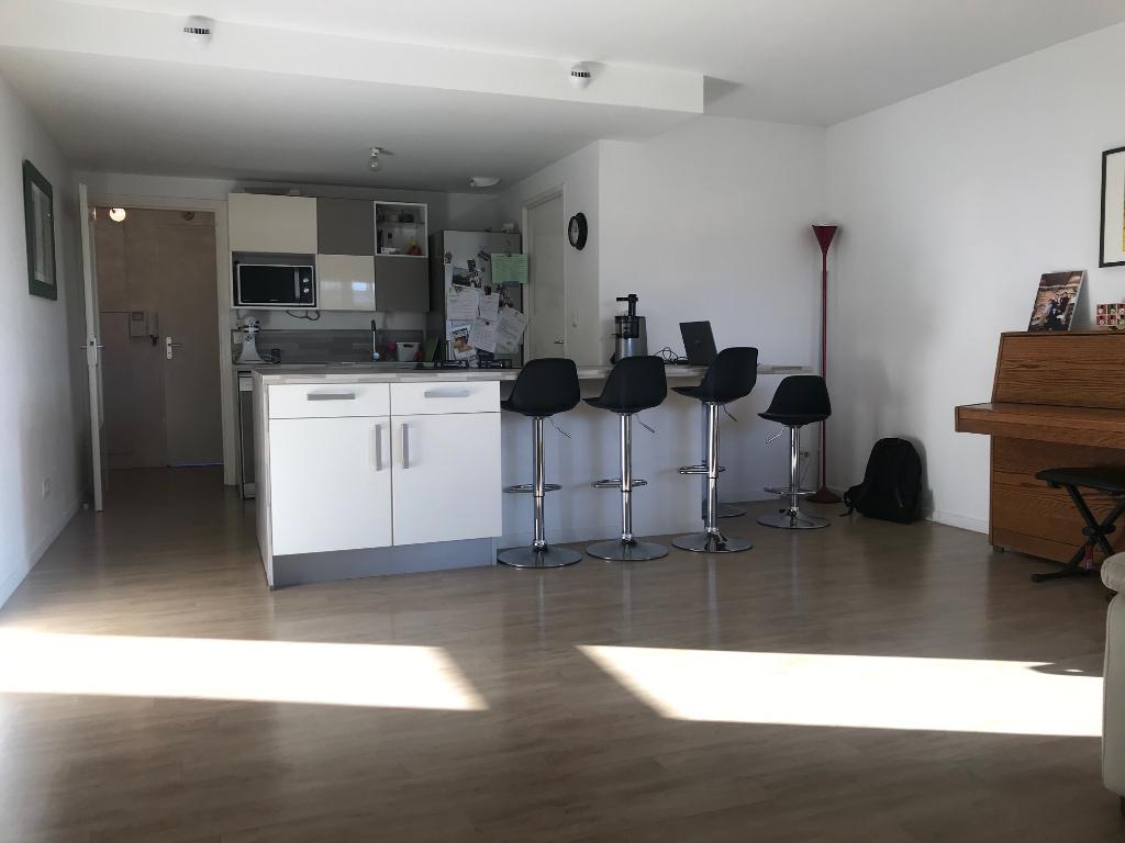 Vente appartement 59160 Lomme - Appartement Lomme 4 pièces de 83.69 m2 avec extérieur et stationnement