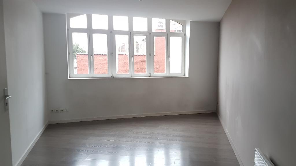 Vente appartement 59000 Lille - Appartement T2 rénové proximité rue des postes.