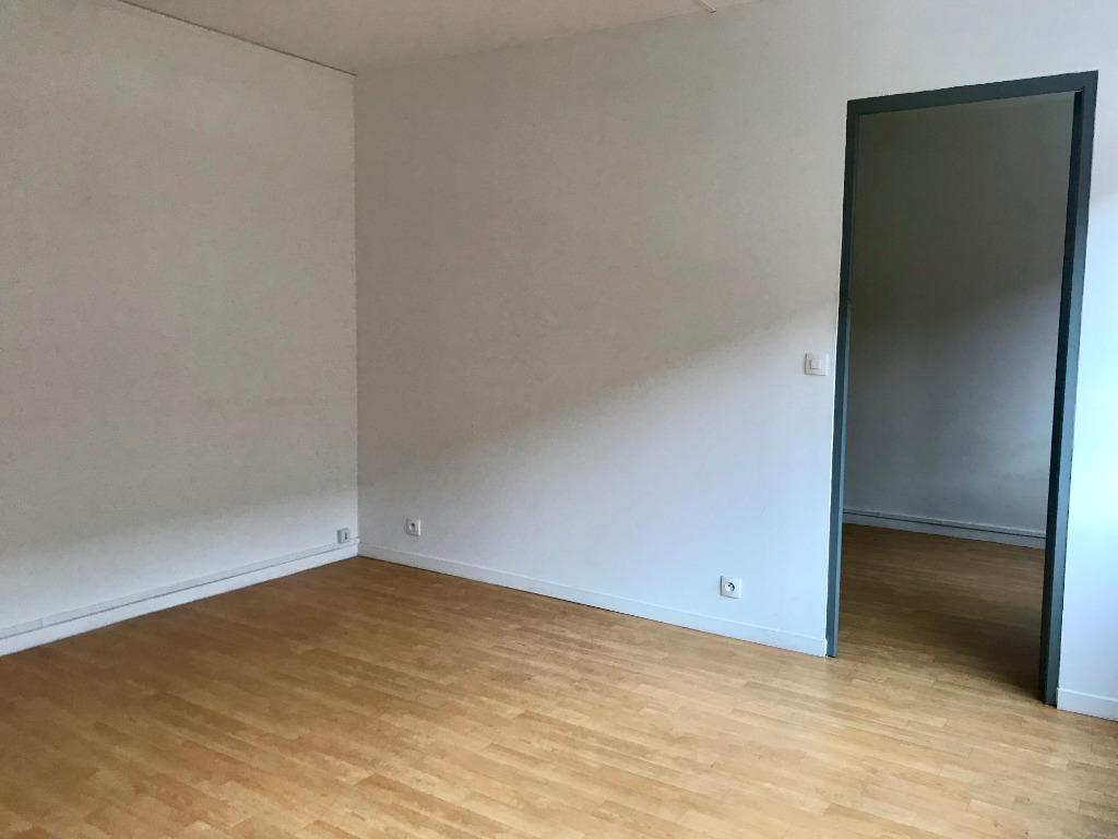 Location appartement 59120 Loos - A LOUER LOOS T2 NON MEUBLE AVEC PARKING