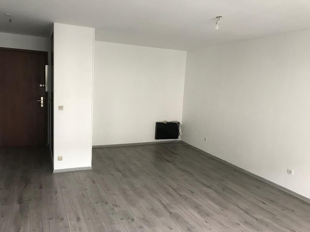 Location appartement 59000 Lille - Lille - Nationale Type 2 non meublé avec balcon et parking