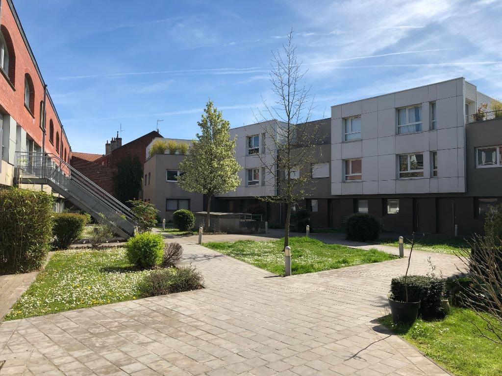 Vente appartement 59000 Lille - Type II avec patio et parking - Résidence récente