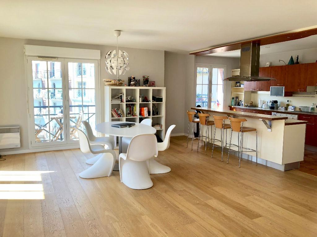Location appartement 59000 Lille - Vieux-Lille - 3 pièces de 98,74m² non meublé avec garage