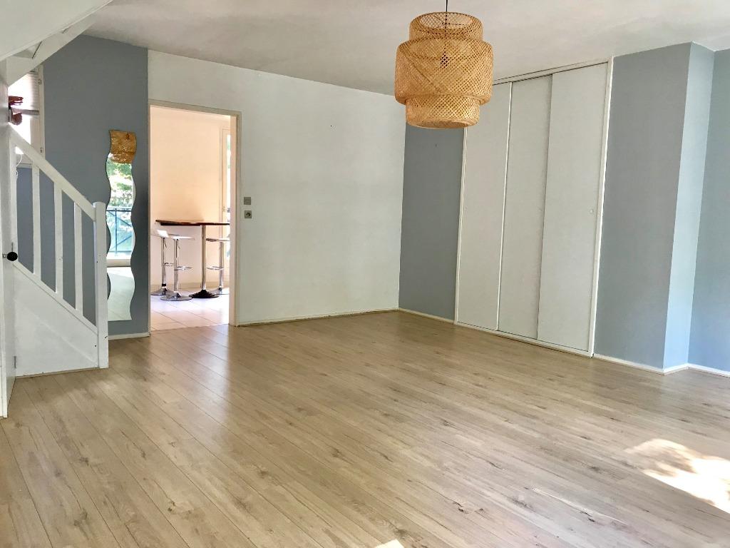 Vente appartement 59000 Lille - Vieux Lille - Type 3 en Duplex  - Balcon et Garage