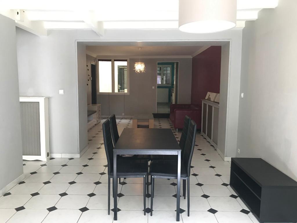 Vente appartement 59000 Lille - Vieux-Lille- Rue de la halle - T3 de 74m2 avec cour et cave