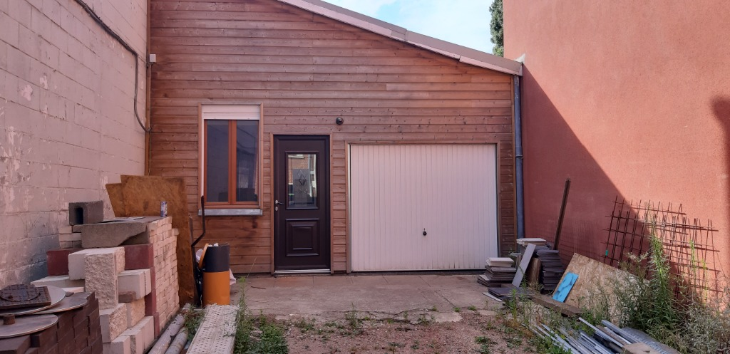 Vente maison 59000 Lille - A LILLE.. Entrepôt 140m² au sol avec extérieur, du potentiel