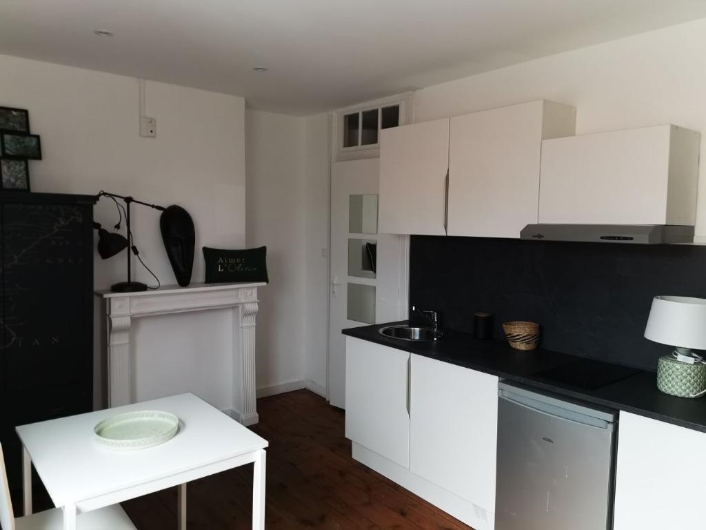 Location appartement 59000 Lille - Beau T1 meublé refait à neuf de 15.53m²- Vauban