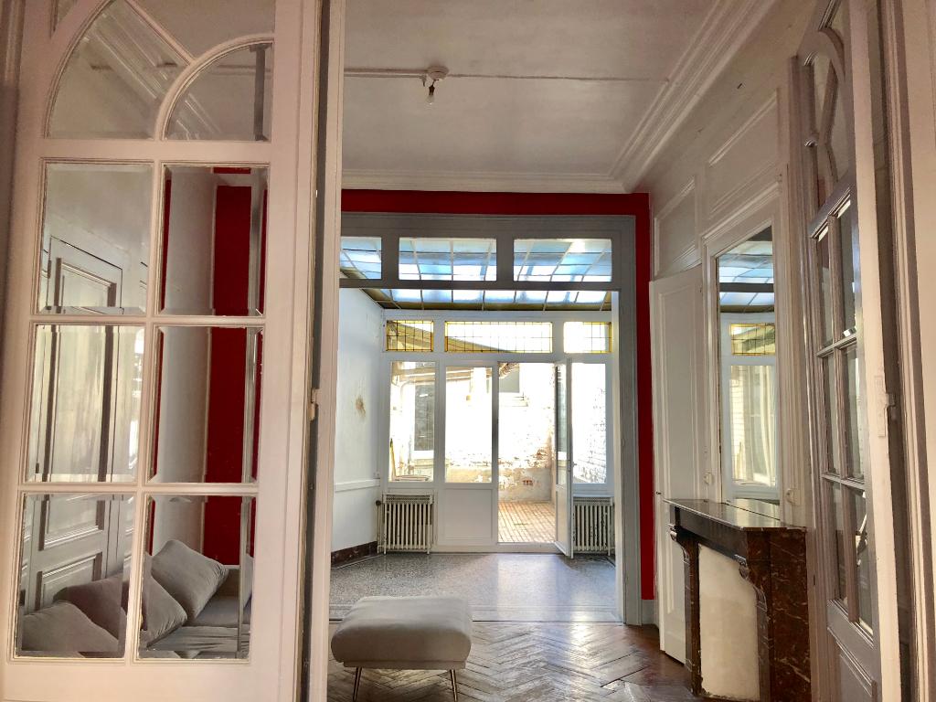 Vente appartement 59000 Lille - Spacieux T3 avec cour
