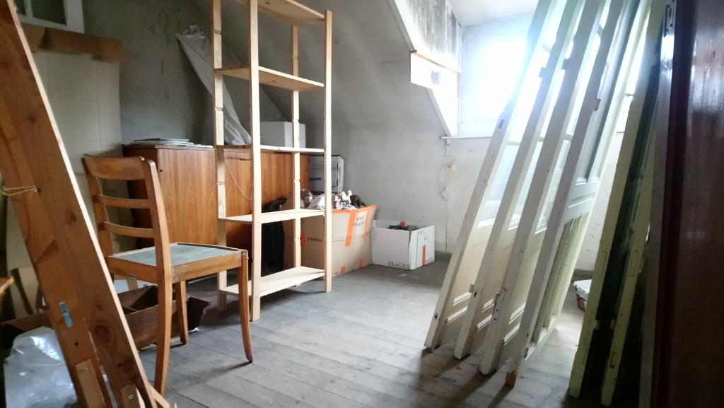 Vente appartement 59000 Lille - Déficit foncier - Dernier étage entièrement à aménager !
