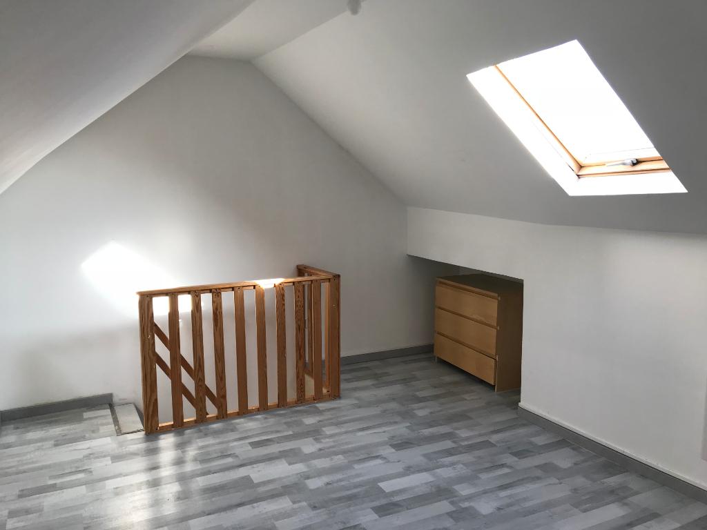 Location appartement 59000 Lille - Type 2 en Duplex non meublé de 42m²-  Secteur Sébastopol