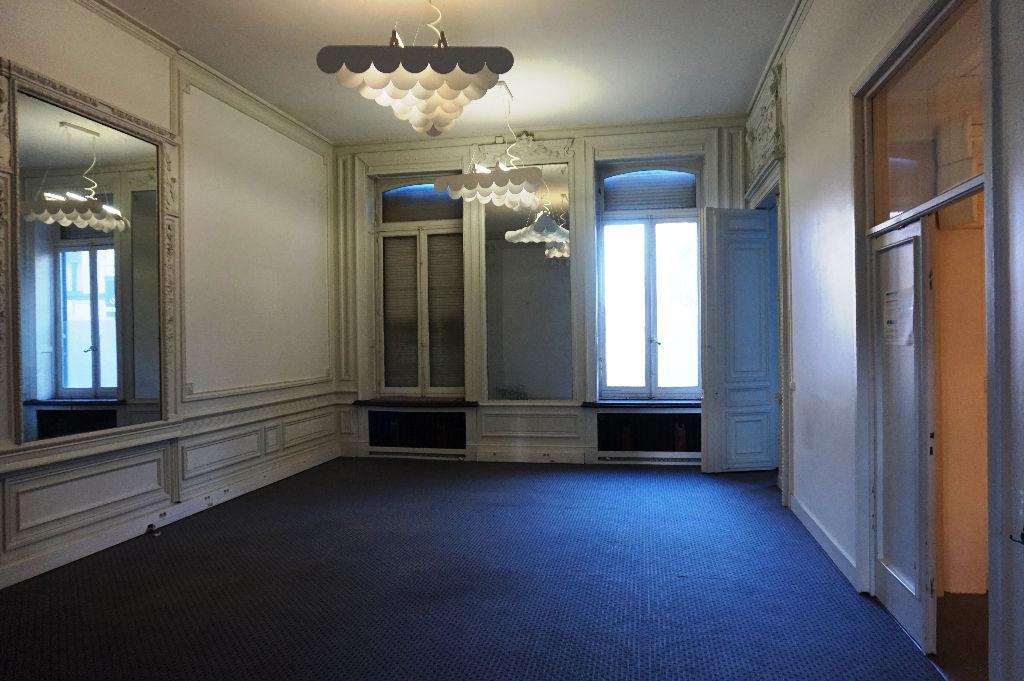 Grande maison de 900 m² à Roubaix