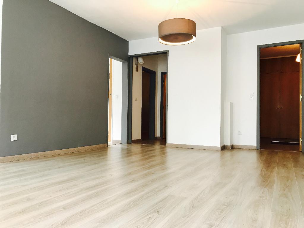 Vente appartement 59000 Lille - Vieux Lille, Rue de la Halle, T3 + garage fermé en sous-sol