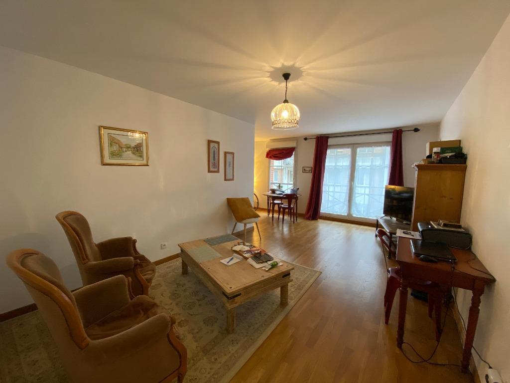 Location appartement 59000 Lille - Lille - Appartement 3 pièces non meublé de 73m² avec balcon et parking
