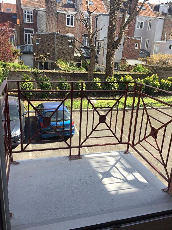 Location appartement 59000 Lille - Lille Studio de 20.94 m² non meublé avec parking et balcon.