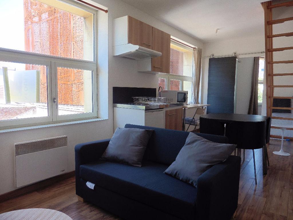 Location appartement 59000 Lille - Vieux-Lille -T3 en duplex meublé de 37m2 (52m²surface utile)