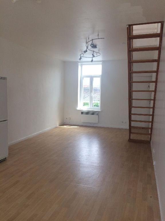 Location appartement 59000 Lille - Lille République - Type 2 non meublé en duplex de 40 m²