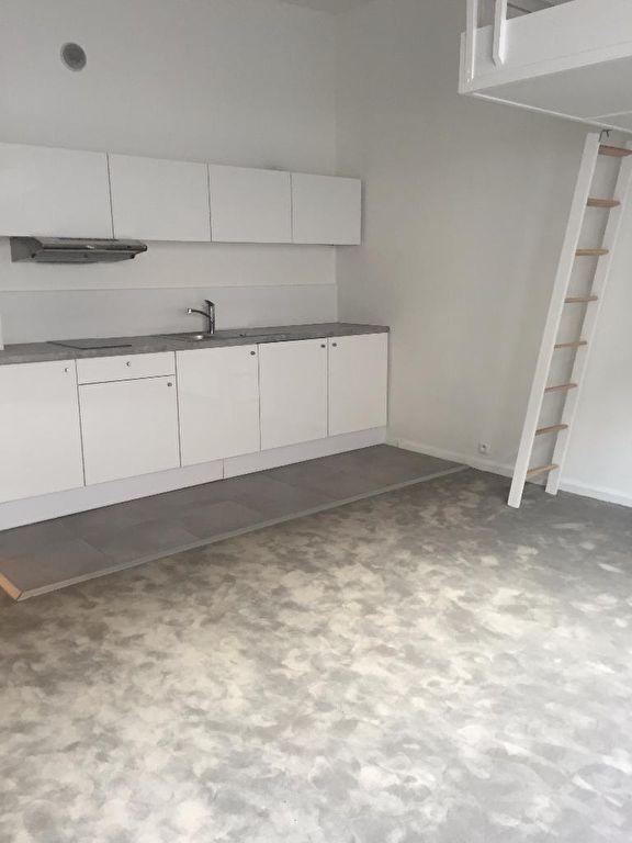 Location appartement 59000 Lille -  Studio  de 31m² avec terrasse, refait à neuf  non meublé