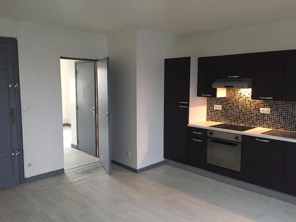 Location appartement 59000 Lille - Lille CHR - Type 2 bis 34,6m² non meublé en duplex