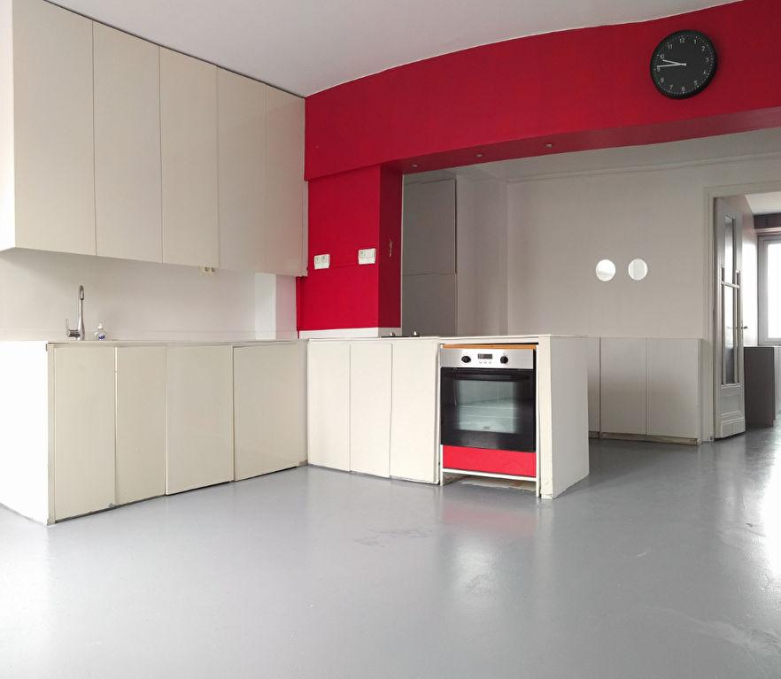 Vente appartement 59000 Lille - Rue des stations - Type 3 et balcon